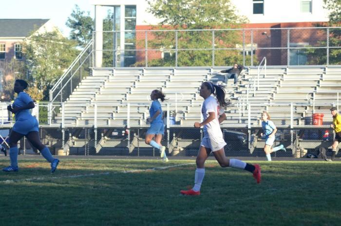 Sophomore Lauren Giron runs towards the ball.